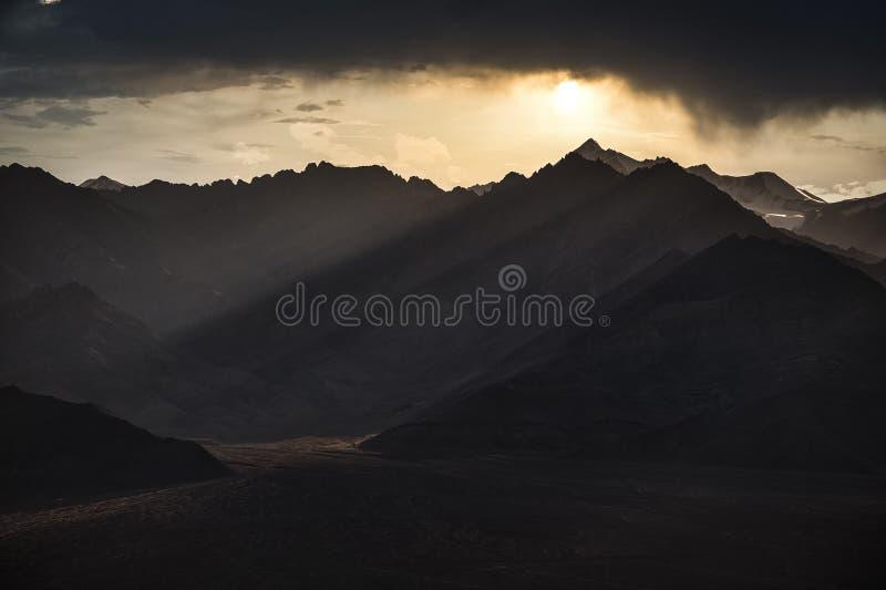Leh ladakh, Прекрасный пейзаж, Сцена Сансета над горами Сток Кангри стоковые изображения