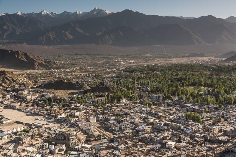 Leh miasto i piękna góra, Leh Ladakh, India zdjęcia royalty free