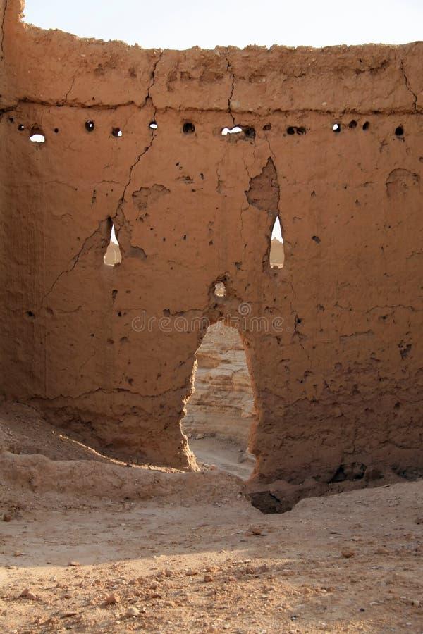 Lehmwand in Diriyah lizenzfreie stockfotografie