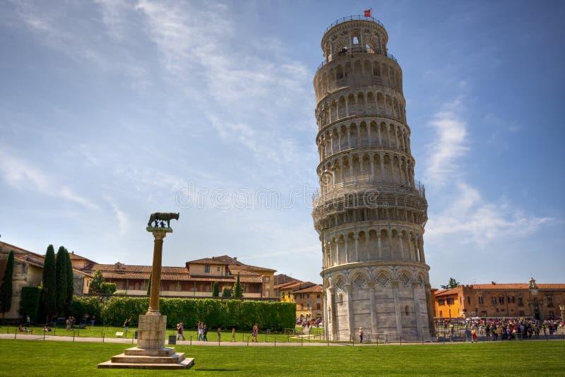 Lehnender Kontrollturm in Pisa stockfoto