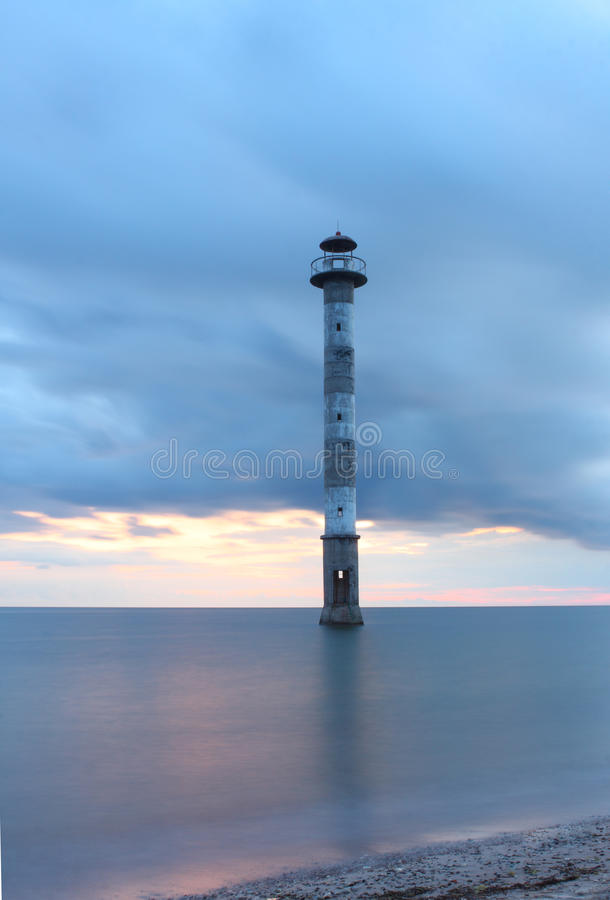 Lehnender Leuchtturm von Kiipsaare lizenzfreies stockfoto