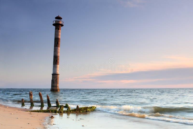 Lehnender Leuchtturm von Kiipsaare stockbild
