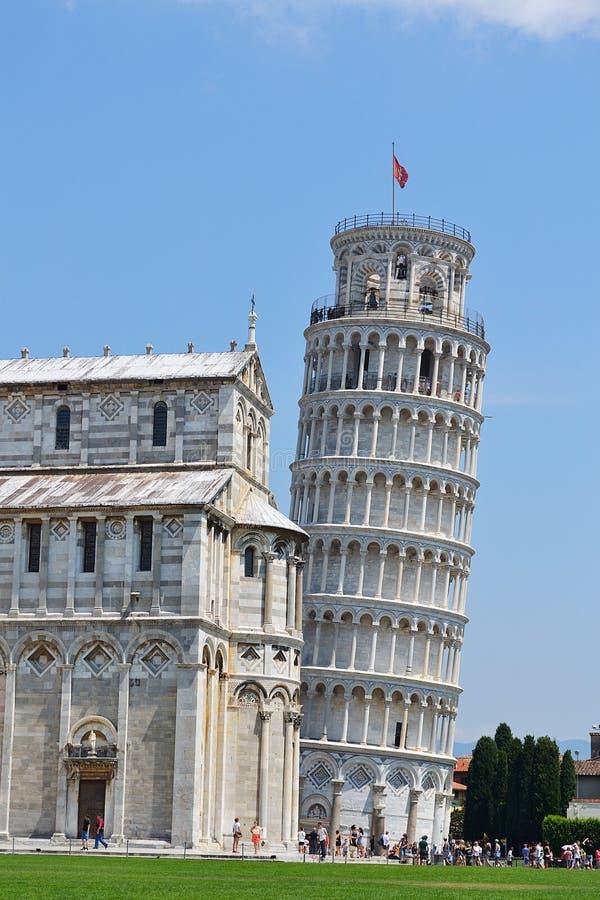 Lehnender Turm von Pisa und von Kathedrale stockfotografie