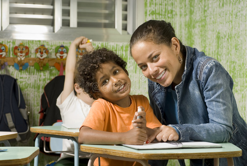 Lehrer mit Kursteilnehmer lizenzfreie stockfotos
