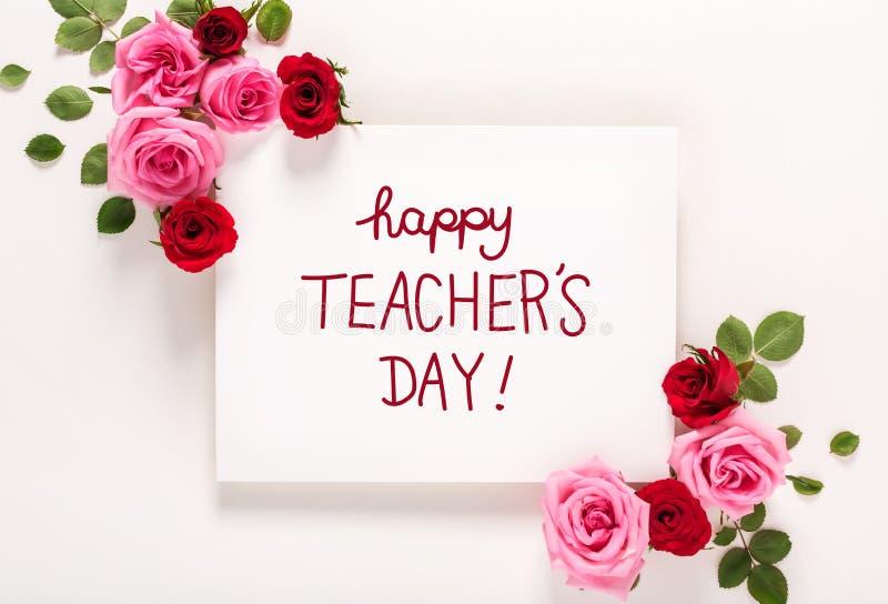 Lehrer ` s Tagesmitteilung mit Rosen und Blättern lizenzfreies stockbild
