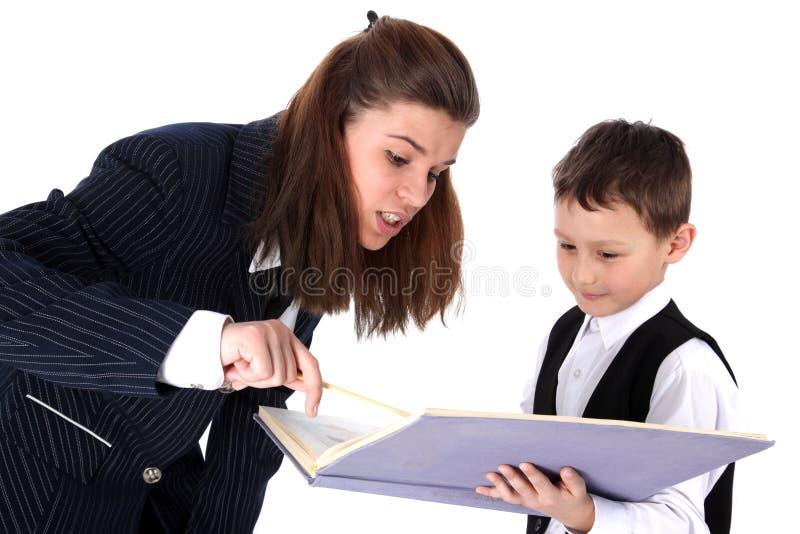 Lehrer und Junge mit Buch stockbild
