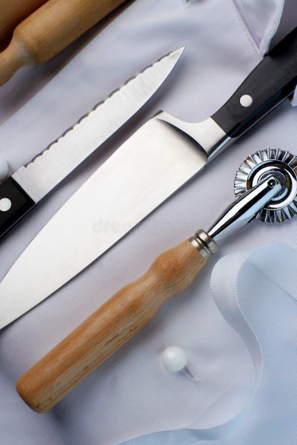 Lehrlingschef; Rollenstift, Messer, Gebäckscherblock stockbilder