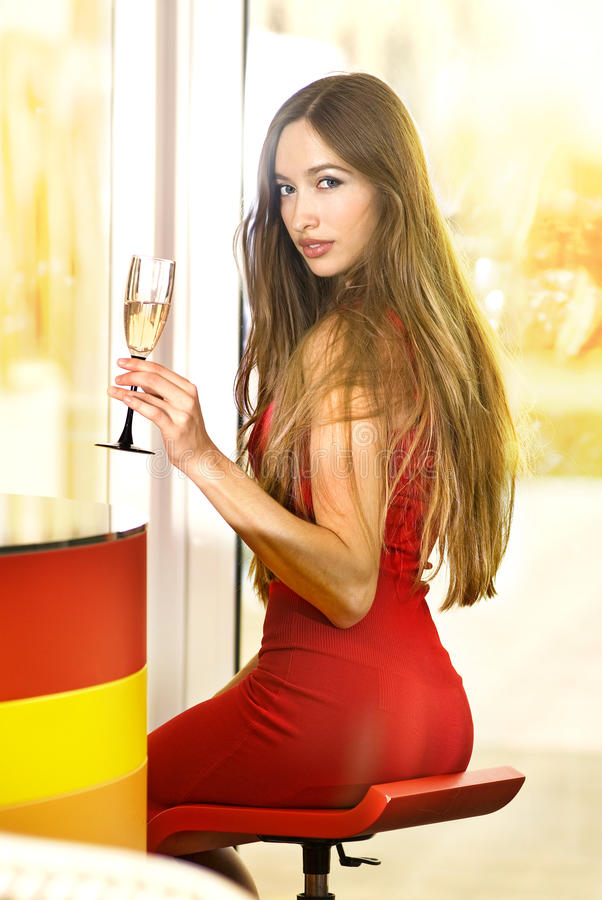 Lei con vetro di champagne fotografia stock
