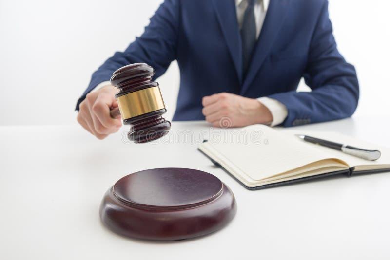 Lei, conselho e conceito dos serviços jurídicos Advogado e advogado que têm a reunião da equipe na empresa de advocacia fotografia de stock royalty free