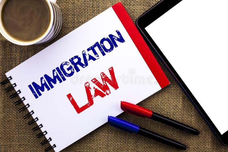 Lei da imigração do texto da escrita Conceito que significa regulamentos nacionais para as regras da deporta16cao dos imigrantes  imagem de stock