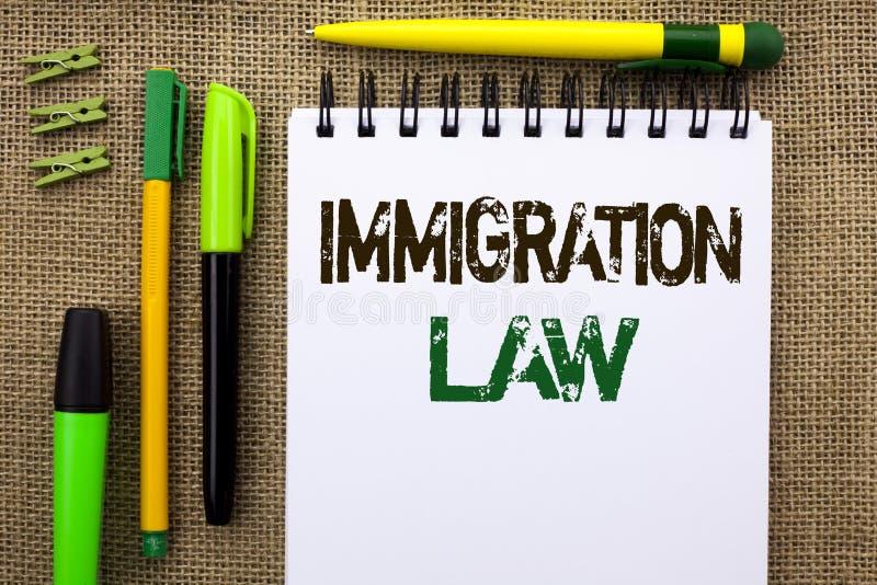 Lei da imigração do texto da escrita da palavra Conceito do negócio para regulamentos nacionais para as regras da deporta16cao do fotografia de stock