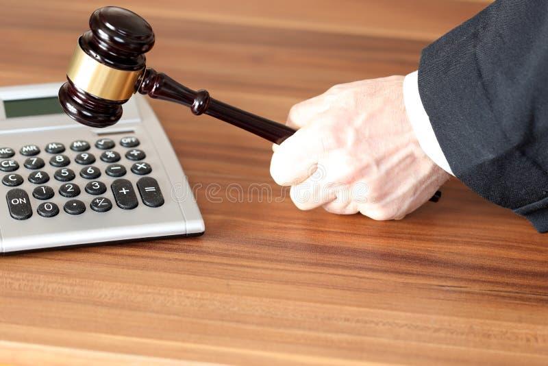 Lei e ordem com calculadora imagens de stock