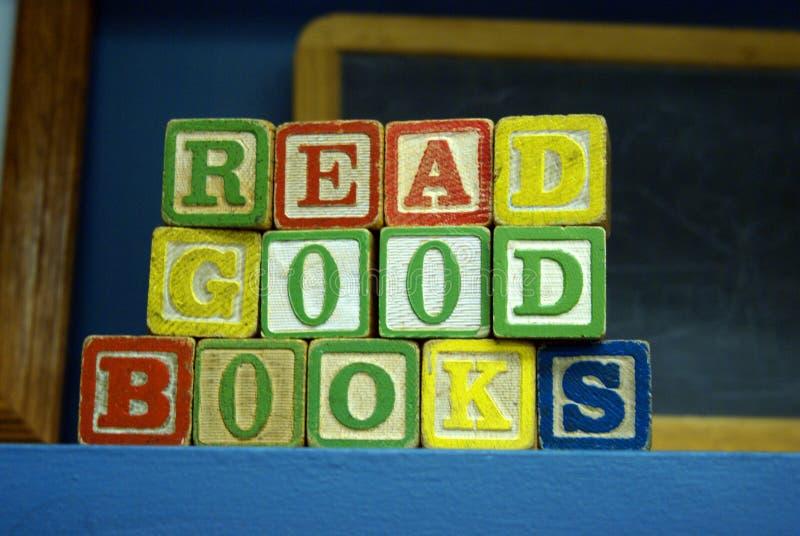 Leia bons livros foto de stock