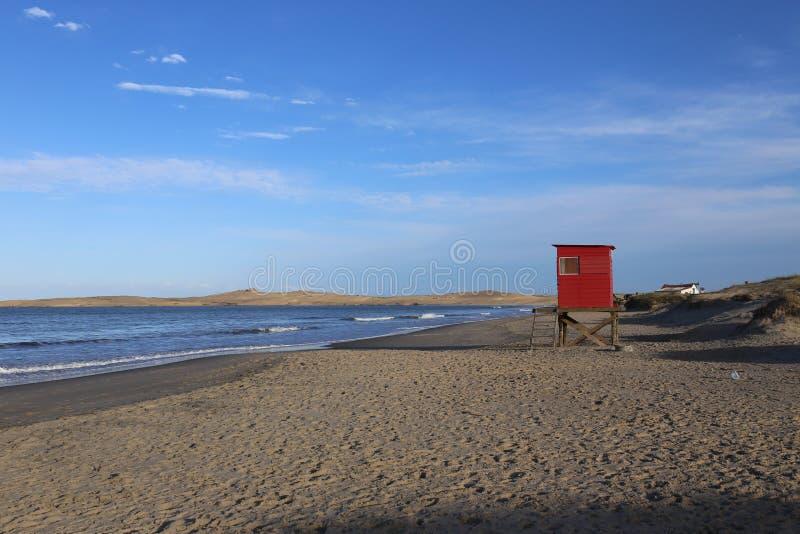 Leibwächter Hut am Strand in Uruguay lizenzfreie stockfotografie