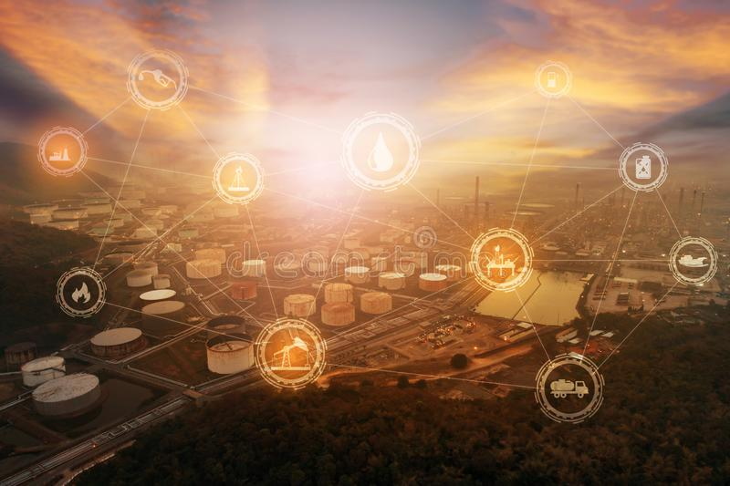 Leichtölanschluß der Vogelperspektive oder der Draufsicht Nachtist- industrielle Anlage für Lagerung des Öls und der Erdölchemika lizenzfreies stockfoto