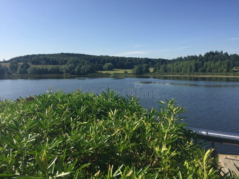 Leichte Brise, welche die Oberfläche des Sees in Yorkshire stört lizenzfreie stockbilder