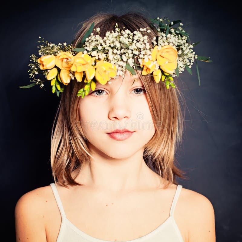 Leichte junge Schönheit Mode-Porträt des Sommer-Mädchens lizenzfreie stockfotos