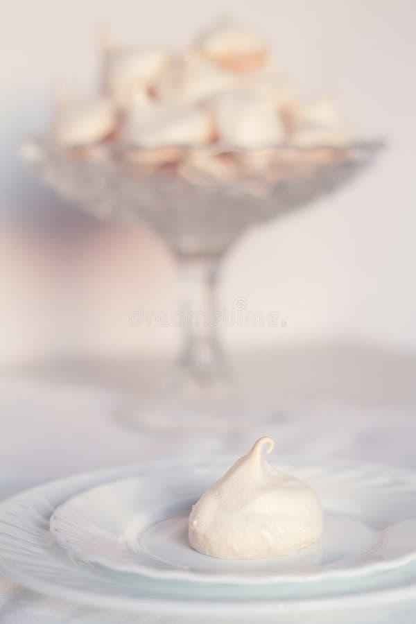 Leichte Meringeplätzchen stockfoto