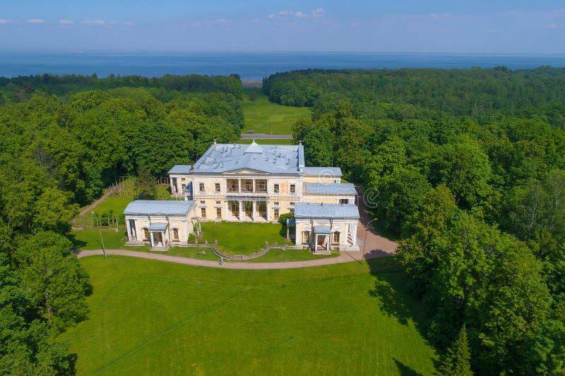 Leichtenberg公爵的宫殿 庄园'Sergievka'在老Peterhof 皇族释放例证