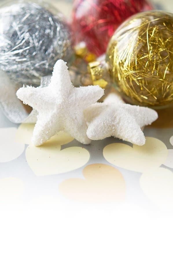 Leichter Weihnachtsflitter auf Feiertagshintergrund lizenzfreie stockfotografie