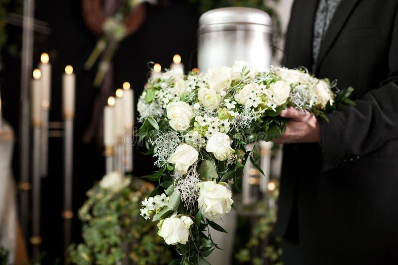 Leid - Begräbnis und Kirchhof lizenzfreies stockbild