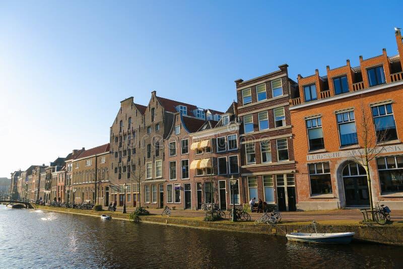 Download Leiden redactionele stock afbeelding. Afbeelding bestaande uit oriëntatiepunt - 39110444