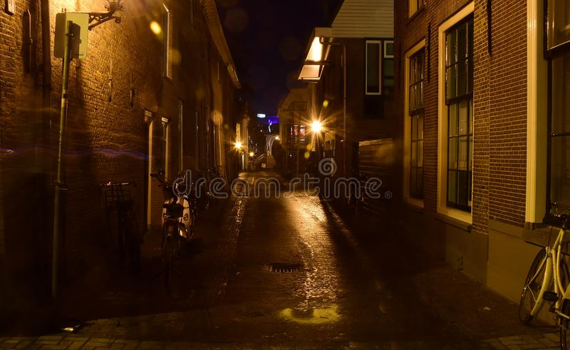Leiden in den Niederlanden bis zum Nacht stockfotos
