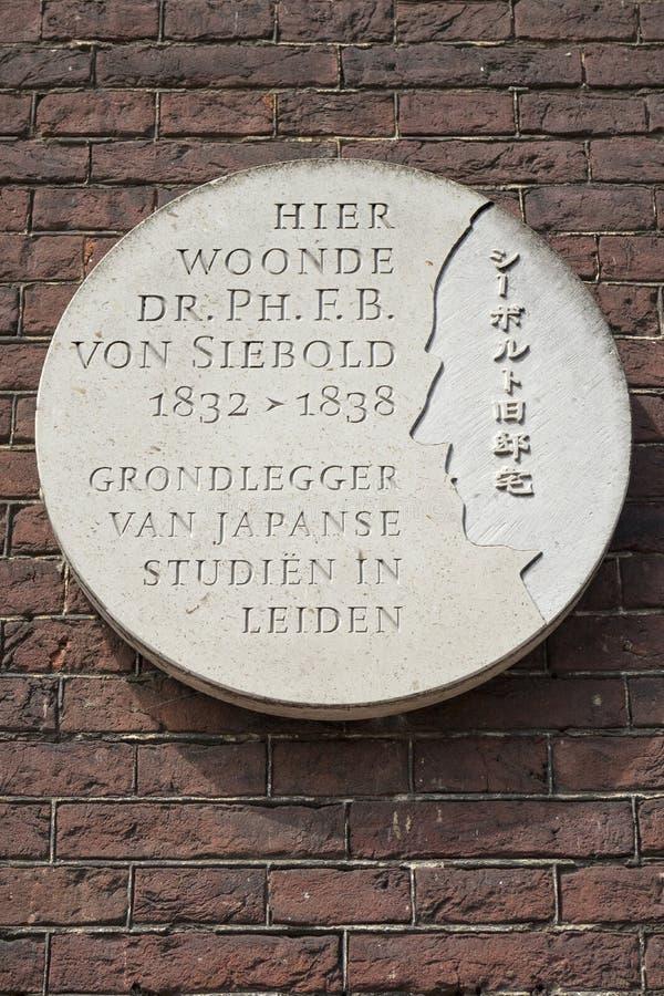 Leiden, die Niederlande - 17. Juli 2018: Steinplakette, die diesbezüglich sagt lizenzfreie stockbilder
