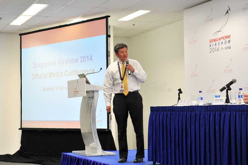 Leidende Directeur die van Experia-Gebeurtenissen op media conferentie van Singapore Airshow spreken royalty-vrije stock afbeelding