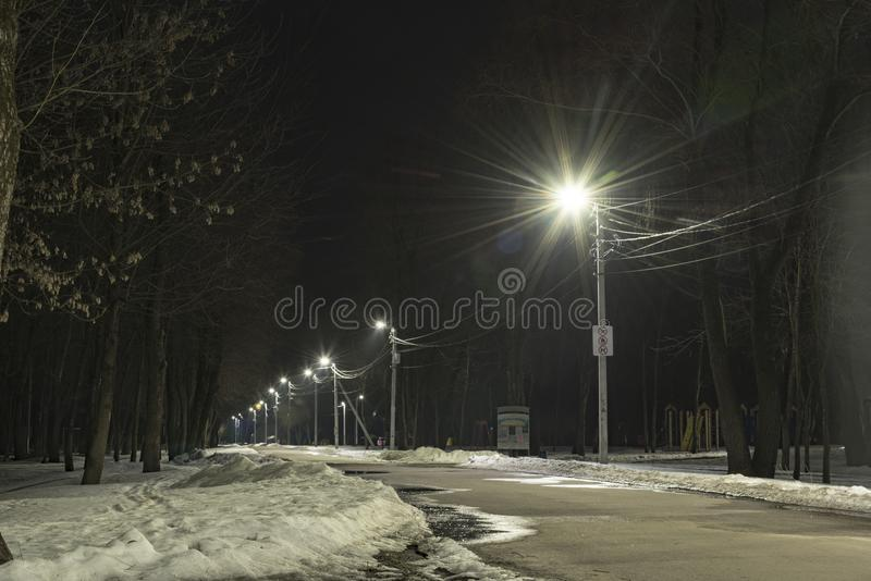 LEIDENE van de verlichtingsstad lichten, de Oekraïne, stad Chernihiv, Maart 2018 royalty-vrije stock afbeelding