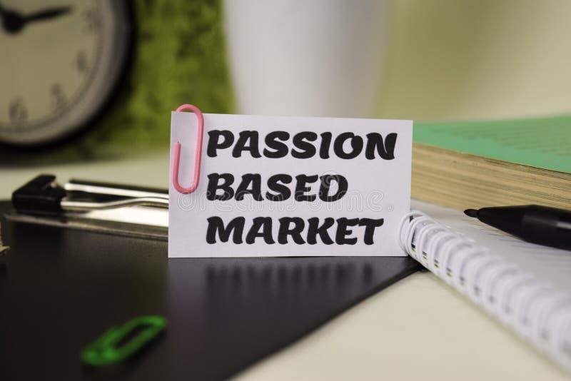 Leidenschaft basierte Markt auf dem Papier, das auf ihr Schreibtisch lokalisiert wurde Gesch?fts- und Inspirationskonzept lizenzfreies stockfoto