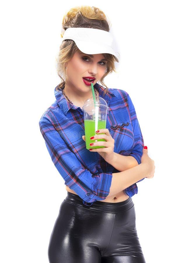 Leidenschaftliche sexy kaukasische blonde Frau in überprüften Hemd-und Latex-Hosen stockfotografie