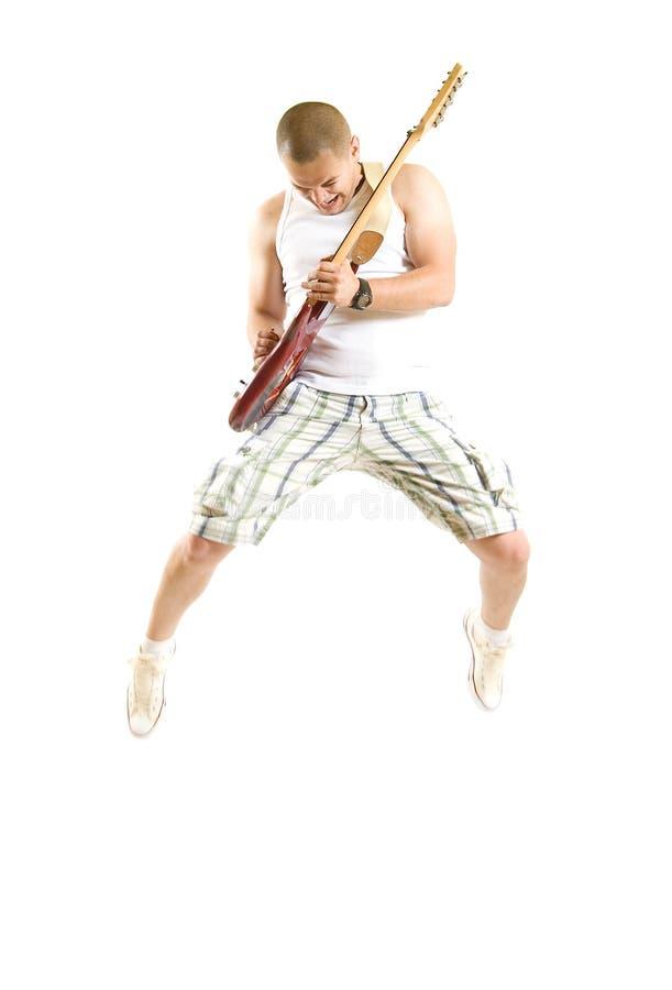 Leidenschaftlicher Gitarrist springt lizenzfreie stockbilder