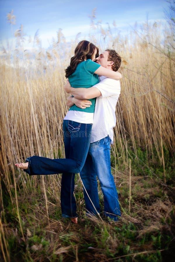 Leidenschaftlicher Kuss lizenzfreie stockfotografie