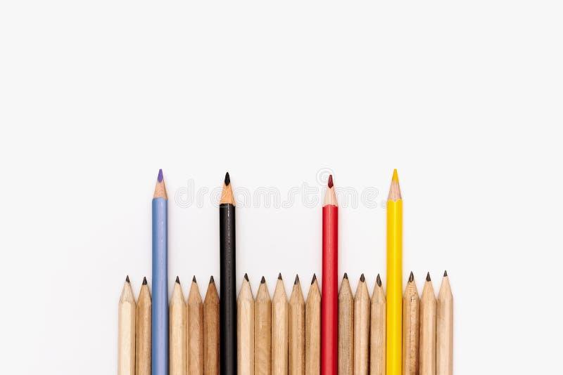 Leidings bedrijfsconcept Het potlood van de kleur op witte achtergrond royalty-vrije stock foto's