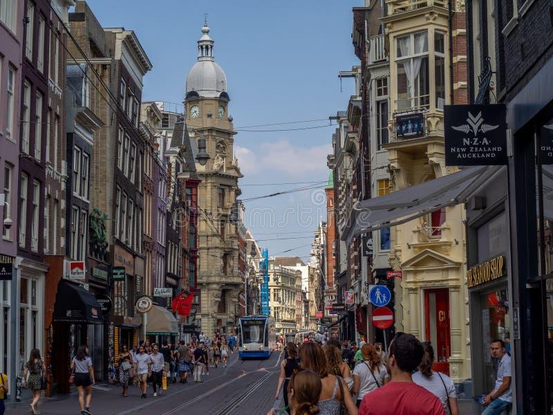 Leidsestraat繁忙的购物街道  免版税库存图片