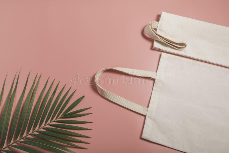 Leinwand aus weißem Tütensack Shopping-Sack-Mockup mit Kopierplatz lizenzfreie stockfotografie