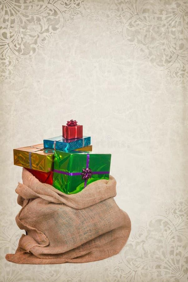 Leinwand-Sack von Sankt Nikolaus mit Geschenken stockfotos