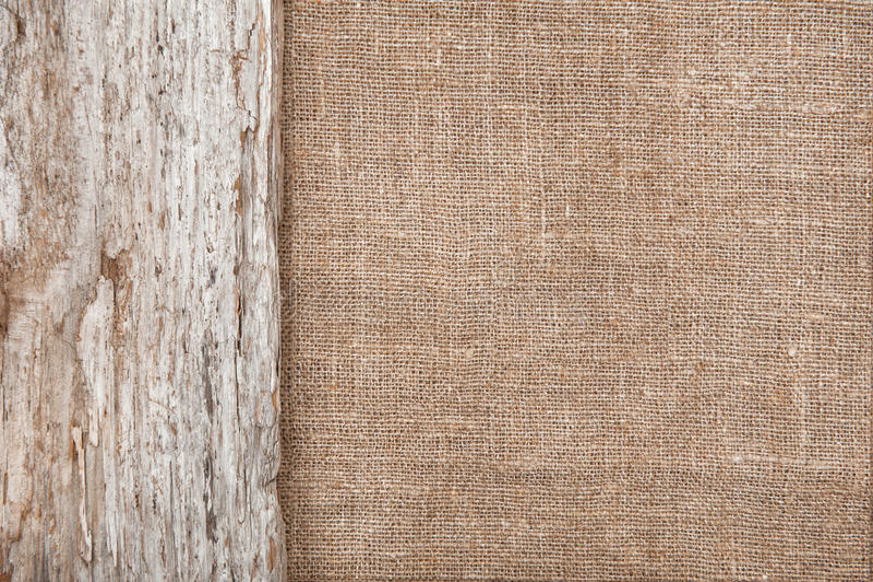 Leinwandhintergrund eingefaßt durch altes Holz lizenzfreie stockbilder