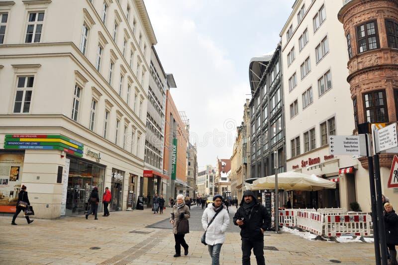 Ludzie chodzi w centrum Leipzig zdjęcie royalty free