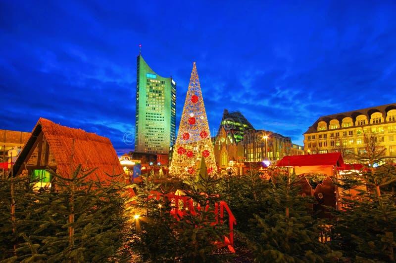 Leipzig Weihnachtsmarkt am Abend lizenzfreie stockfotos