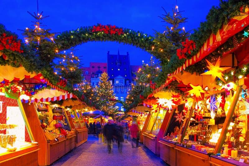 Leipzig Weihnachtsmarkt am Abend stockbild