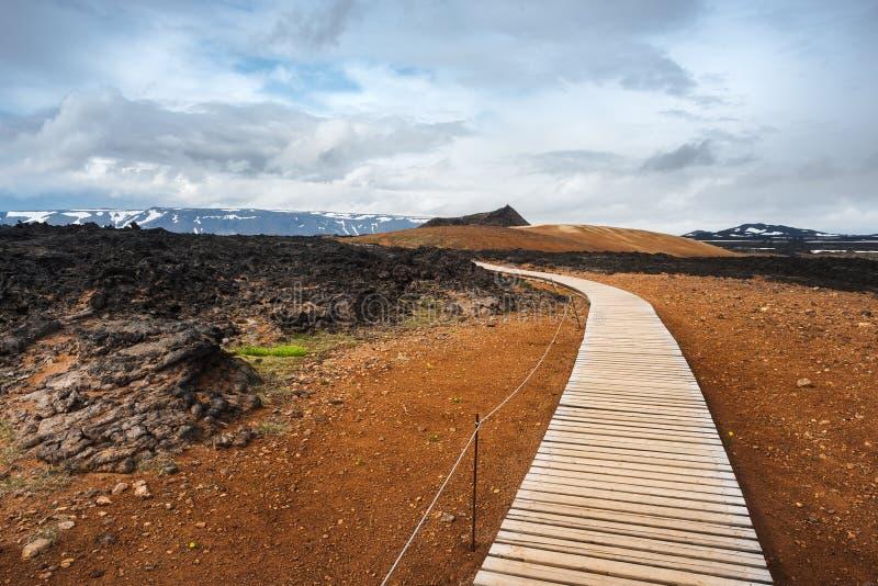 Leirhnjukur geotermiczny teren blisko wulkanu Krafla, Iceland fotografia stock