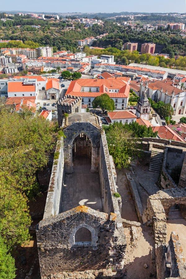 Leiria, Portogallo Rovine di Santa Maria da Pena Church fotografia stock libera da diritti