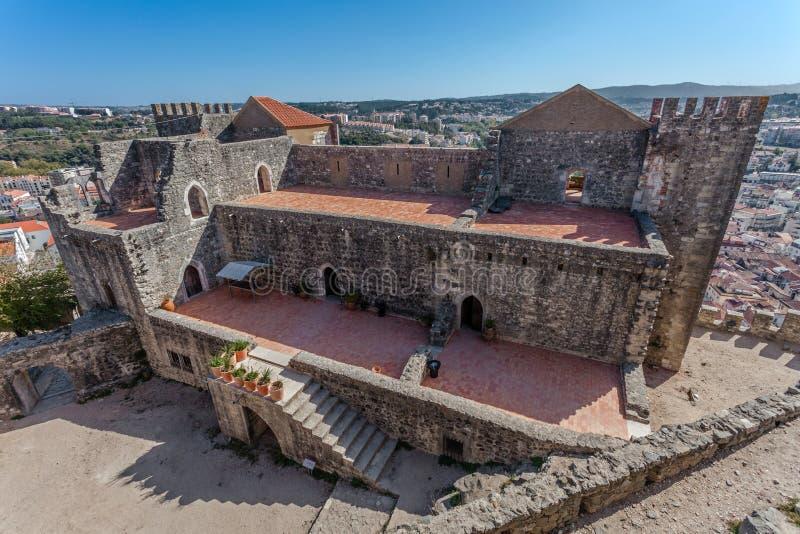 Leiria, Portugal Der gotische prachtvolle Wohnsitz alias Pacos Novos der Leiria-Kaste stockfotografie
