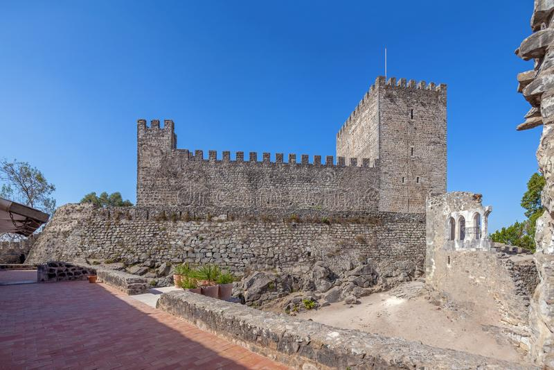 leiria portugal Uppehälle av den medeltida slotten av Leiria royaltyfria foton