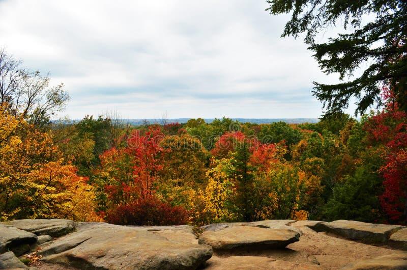 Leisten übersehen Ansicht in Herbst lizenzfreie stockbilder