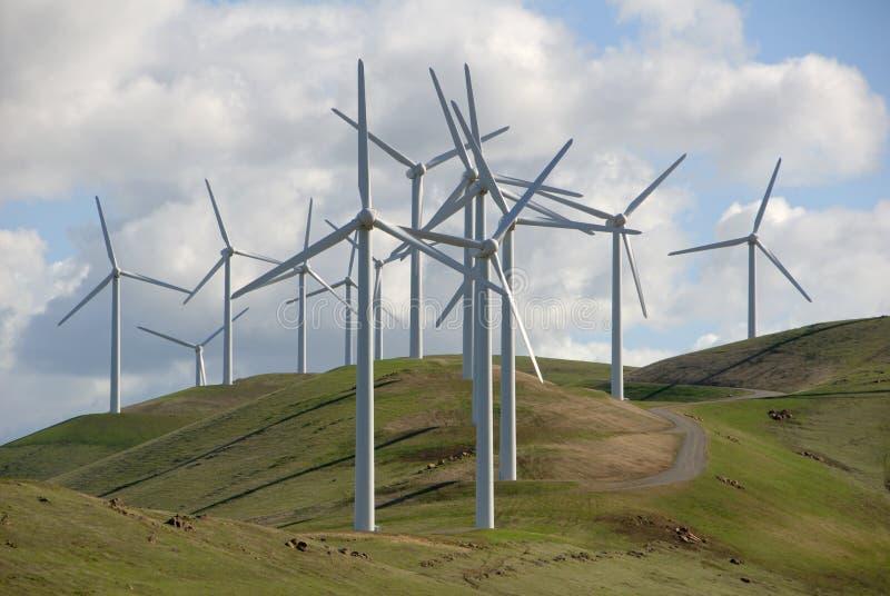 Leistung, die Windmühlen festlegt lizenzfreies stockfoto