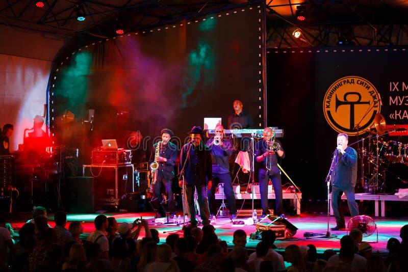 Leistung international des Festivals des Jazz UB40 stockfotos