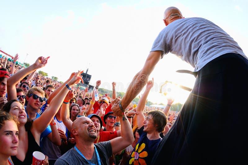 Leistung James (Band des britischen Rocks von Manchester) an FLUNKEREI Festival stockfoto